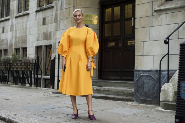 Pandora Sykes, editora de moda do Sunday Times, durante a Semana de Londres. Foto: Marcy Swingle/The New York Times