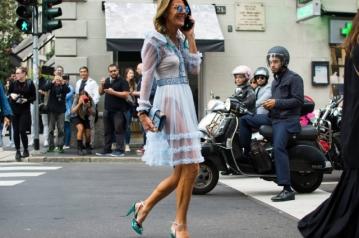 A extravagante Anna Dello Russo, editora chefe da Vogue Japão, é conhecida por suas muitas trocas de roupa. Foto: Marcy Swingle/The New York Times