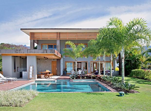 fachada-casa-piscina-jardim_1