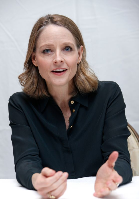 jodie-foster-press-conference-portraits-at-four-seasons-hotel-in-beverly-hills-march-2016-1_thumbnail