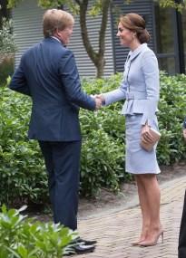 Kate Middleton surge com saia amassada em visita oficial a Holanda (Foto: Getty Images)