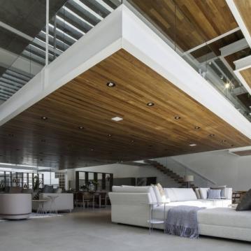 """FGMF Arquitetos """"Ganhamos uma arquitetura fresca que atrai e faz com que as pessoas sintam-se convidadas a entrar e a observar melhor nossos móveis"""", afirma Tiago Nogueira, diretor de marketing da Líder. Foto: Raphael Briest"""