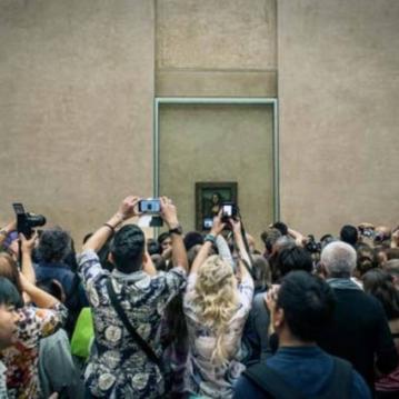 A Mona Lisa no museu do Louvre, em Paris Foto: Guia Besana para o New York Times