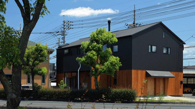 antiga-fabrica-de-moveis-e-transformada-na-casa-de-um-carpinteiro.jpeg