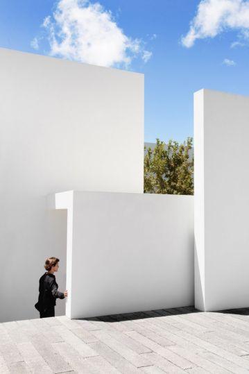 casa-mk-roof-morelia-mexico-house-retina_dezeen_936_7-682x1024