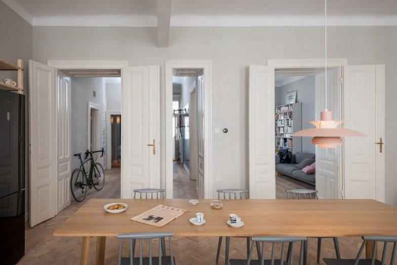 cozinha-e-home-office-dividem-o-mesmo-espaco-em-ape-na-austria