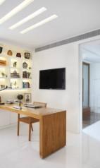 Para o dono da casa, um pequeno escritórioFoto: MCA Studio/Divulgação