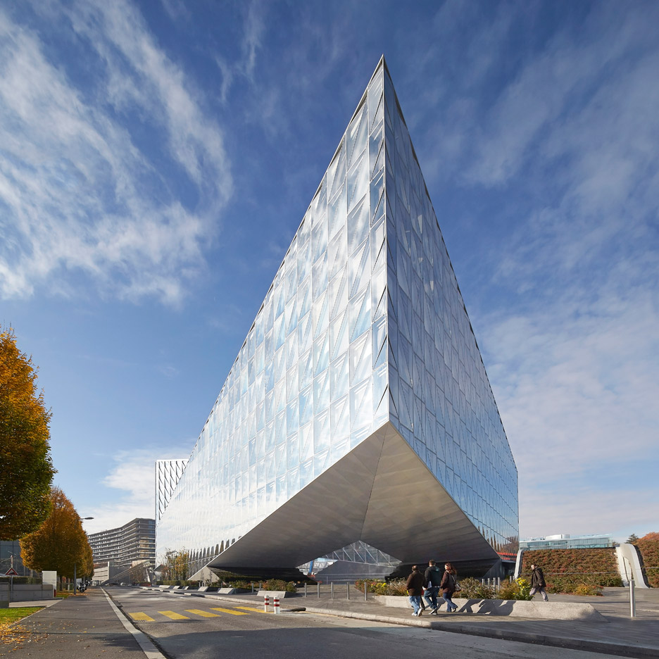 jti-headquarters-japan-tabacco-international-som-commercial-office-geneva-switzerland-hufton-crow-photography_dezeen_936_7
