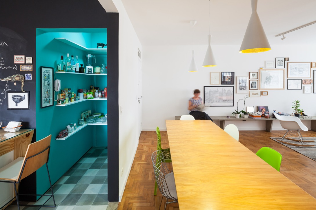 oscar-freire-apartment-claudia-bresciani-julia-risi-sao-paulo-brazil-pedro-vannucchi_dezeen_2364_col_4.jpg