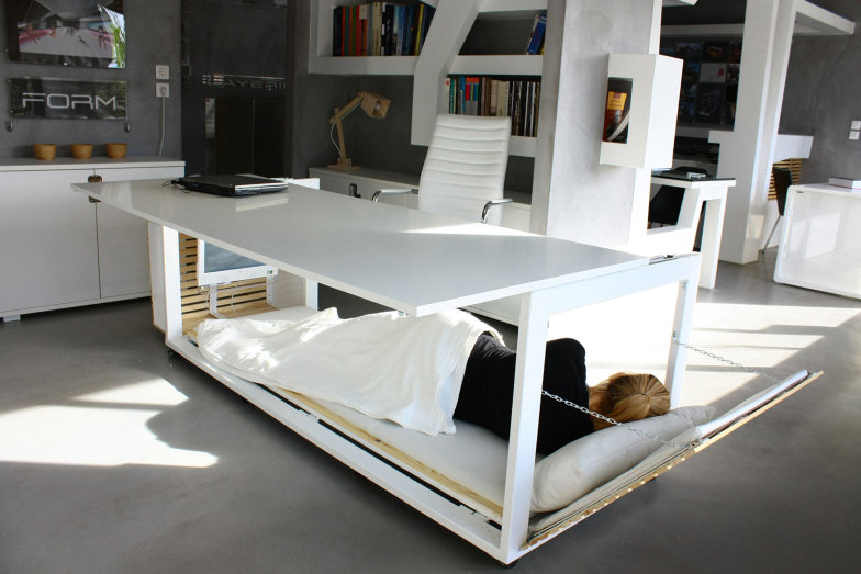 1-mesa-de-escritorio-que-vira-uma-cama.jpeg