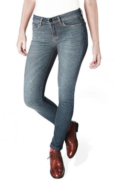 Eles contam com uma variedade de modelagens bem bacana - essa é pras que gostam da mais justa. E também tem modelos que misturam jeans com moletom, o que garante ainda mais conforto