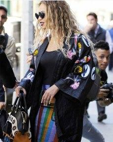 Porque Beyoncé saiu por aí usando! ;)