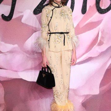 Alexa Chung usou look Prada