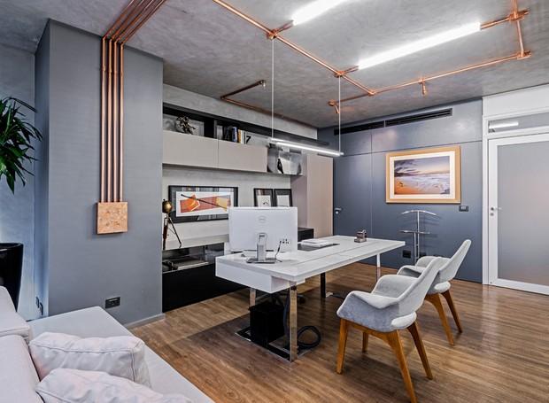 escritorio-mesa-iluminacao-tubos-de-cobre