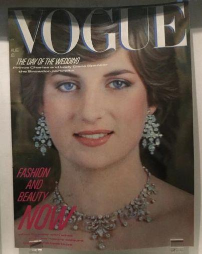 Capa da Vogue britânica de 1981, ano do casamento de Diana com o Príncipe de Gales