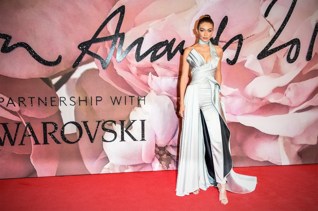 gigi the-fashion-awards-2016-red-carpet_abre_2.jpg