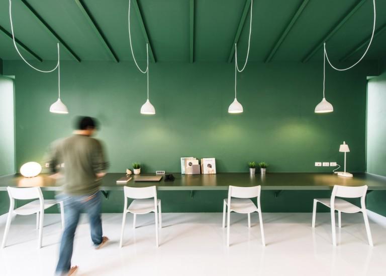 green-26-anonymstudio-workspace-lounge-bangkok-thailand_dezeen_1568_2-1024x731