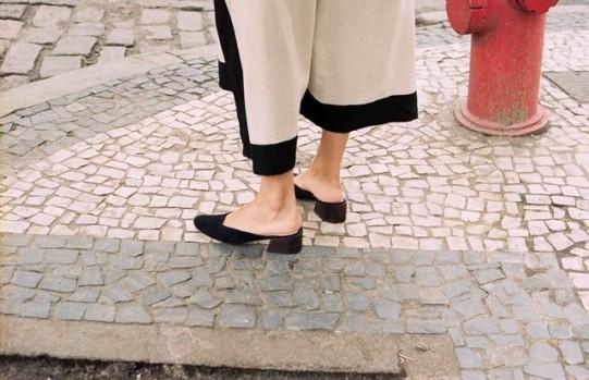 Mari Giudicelli cria sapatos perfeitos para andar nas calçadas cariocas (Foto: Divulgação)