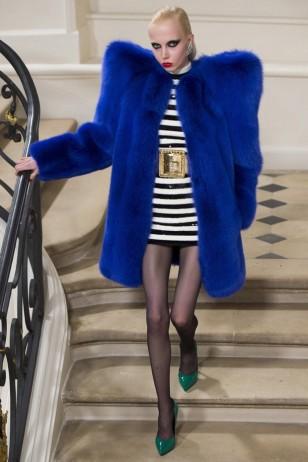 O casaco de Lady Gaga na passarela da YSL (Foto: Divulgação)