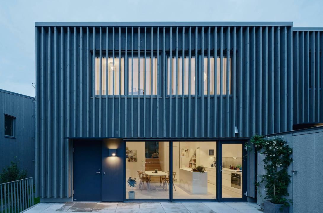 2-sala-de-estar-integrada-a-varanda-com-paisagem-para-floresta.jpg
