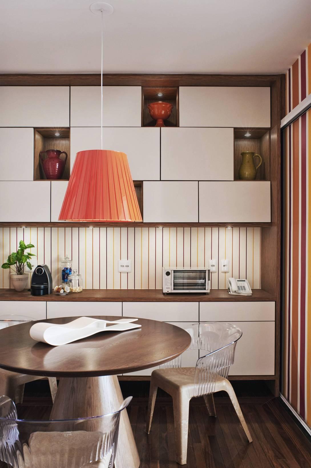 cozinha-com-toques-de-cor-vibrante-na-decoracao.jpg