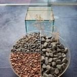 Detalhe da cobertura enfoca mesa de centro Ecológica, de Ruy Ohtake, e poltrona Hum, de Zanini de Zanine para a Glass 11