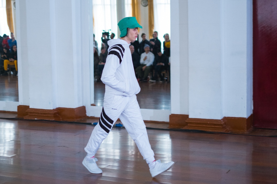 gosha-rubchinskiy-2017-fall-winter-runway-show-3.jpg