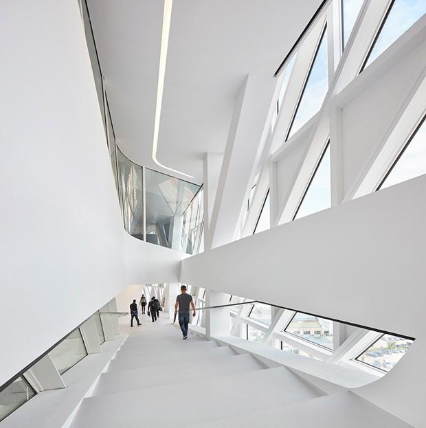 zaha-hadid-architects-port-house-antwerp-belgium-designboom-05