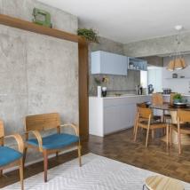 O piso de tacos antigos foi restaurado neste apartamento de 120 m² em Pinheiros Foto: Julia Ribeiro/Divulgação