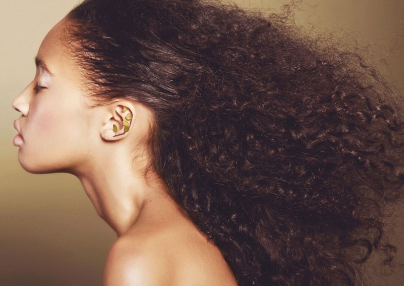 Cheek: Cream Blush Lovely, Kjaer Weis. Eye: Highlighter Radiance, Kjaer Weis. Jelly Jar Gel Eyeliner and Purelash Mascara, Jane Iredale. Lip: Agave Lip Mask in Champagne – rose gold pearl, Bite Beauty.