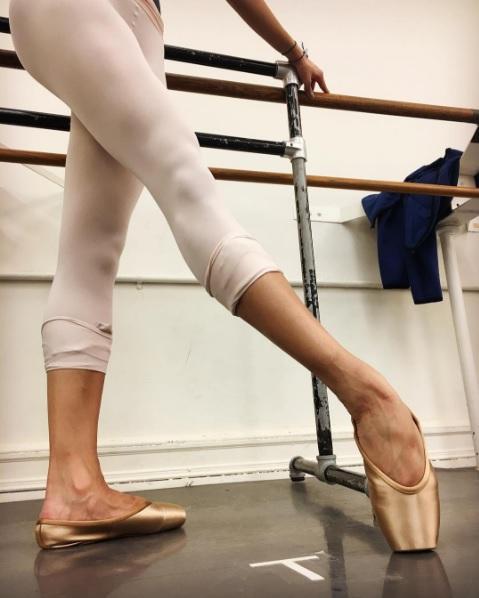 646640ee6a Marca Gaynor Minden finalmente criou sapatilhas de balé para peles ...