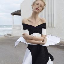 Harpers-Bazaar-Russia-April-2017-Franzi-Frings-by-Agata-Pospieszynska-4