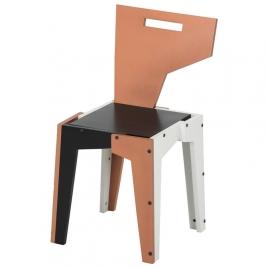 Outra peça da coleção, a cadeira da Assimétrica. Foto: Tok & Stok