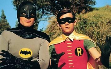 Adam West e Burt Ward (à dir.) interpretaram a dupla Batman e Robin