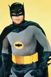 Adam West tinha 37 anos quando foi selecionado para interpretar Batman