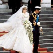O vestido de noiva da princesa foi desenvolvido por David e Elizabeth Emanuel e tinha a cara do exagero dos anos 80
