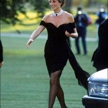 """O look sexy usado na noite em que príncipe Charles assumiu ter um caso ficou conhecido como """"o vestido da revanche"""" - e ajuda o colar-gargantilha riquíssimo!"""