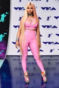 Nicki Minaj toda trabalhada no látex