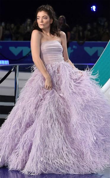Lorde bem princesa com vestido Monique Lhuillier