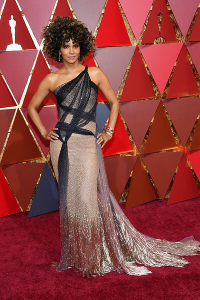 halle berry red