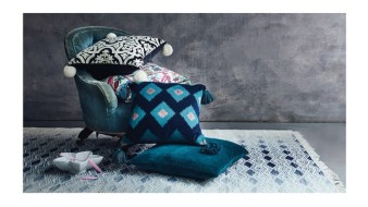 A marca Monsoon foi reconhecida pelas almofadas sem o uso de penas (Foto: Reprodução)