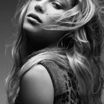 Marcella Maia usa vestido Dolce Gabbana (Foto: Ivan Genasi, Stylist: Ivan Rasic, Hair stylist: Mimmo Di Maggio, Make up: Ivona Milosevic, Videomaker: Tom Carvalho)