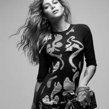 Marcella Maia usa vestido Versace, bolsa Dolce&Gabbanas e acessórios Bonheur Jewelry (Foto: Ivan Genasi, Stylist: Ivan Rasic, Hair stylist: Mimmo Di Maggio, Make up: Ivona Milosevic, Videomaker: Tom Carvalho)
