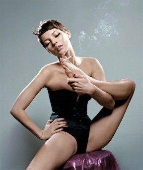 """Algumas das imagens icônicas que estão na publicação: Kate Moss pra revista """"Numero"""" em 2001"""