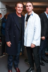 "Kylie Maclachlan, do elenco de ""Twin Peaks"", com o estilista Raf Simons"