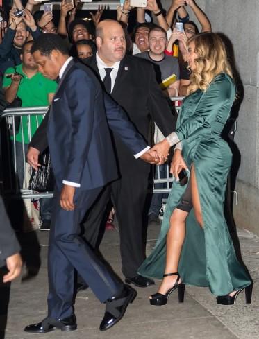 Jay-Z e Beyoncé na saída da festa de Rihanna (Foto: Getty Images)