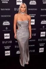 """Vestido Versace vintage na festa da """"Harper's Bazaar"""" - o retrô da marca deve entrar em alta depois do desfile de Donatella em homenagem ao irmão Gianni"""