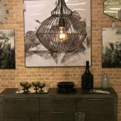Lâmpadas decorativas ganham efeito vintage que, segundo os profissionais, se dá em função do filamento de carbono presente nestes artefatos, semelhantes aos das primeiras lâmpadas criadas por Thomas Edison, no século 19