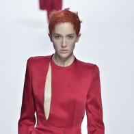 A modelo trans Teddy Quinlivan - Desfile de Haider Ackermann (Foto: Getty Images)