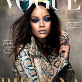 """A cantora posou para """"Vogue"""" Arábia de novembro inspirada pela rainha Nefertiti – com direito a réplica da cabeça azul usada pela importante figura egípcia!"""